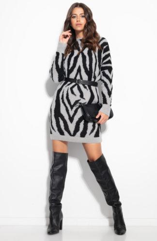 Swetrowa sukienka we wzory
