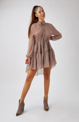 Szyfonowa sukienka z falbankami we wzory