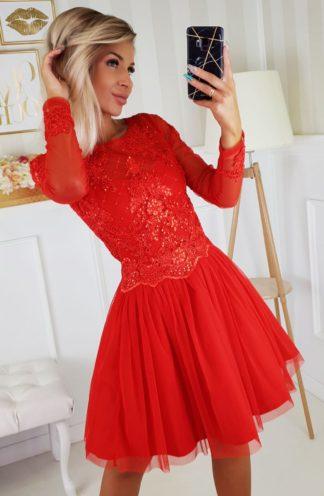 Rozkloszowana sukienka z tiulem i długimi rękawami czerwona
