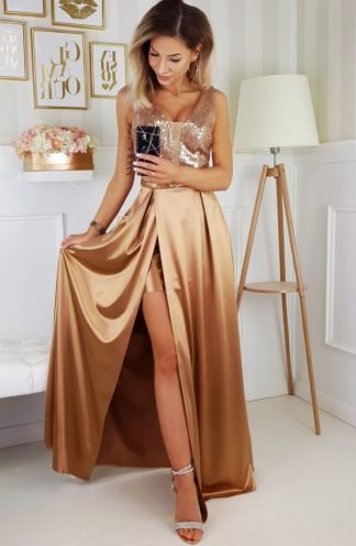Satynowa sukienka maxi z błyszczącą górą złota