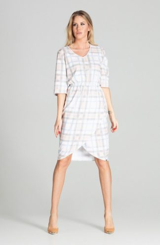 Biznesowa sukienka z zakładanym dołem w kratę