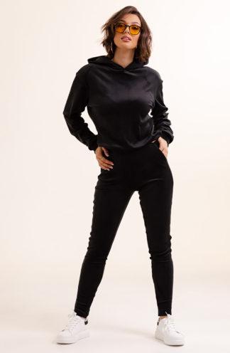 Welurowy komplet z bluzą z kapturem czarny