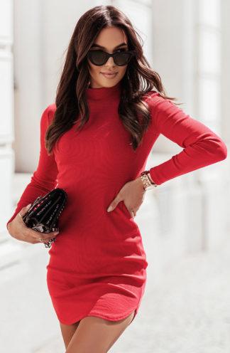 Dopasowana sukienka z dzianiny czerwona