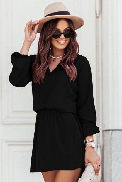 Sukienka z dekoltem czarna