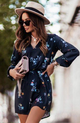 Sukienka z dekoltem w kwiaty